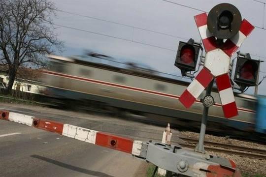 Легковушка столкнулась слокомотивом вПильнинском районе: 24-летний шофёр автомобиля умер