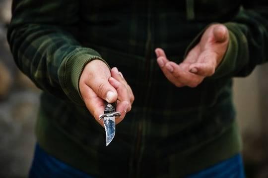 Нетрезвый мужчина зарезал женщину-продавца торгового павильона вНижнем