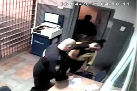 ВНижнем Новгороде осудят полицейского, избившего женщину